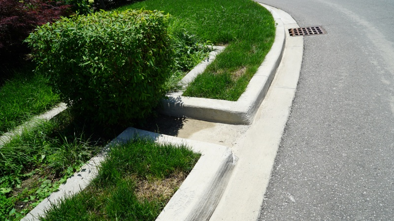File:Curb cut - Wychwood.JPG